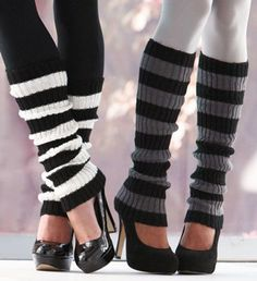 Kick the cold weather with Leg Warmers. Not only do they keep your legs warm and toasty, these accessories will also spruce up any outfit. The ultimate winter go-to for warmth, coziness and style. Buttons features decorative buttons on the side Crochet Boot Cuffs, Crochet Boots, Crochet Leg Warmers, Mode Shoes, Cute Fashion, Womens Fashion, Thigh High Socks, Boot Socks, Diy Clothes