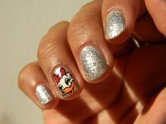 Daisy Duck Nails