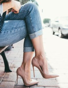 Nude Pumps, Pumps Heels, Stiletto Heels, Gold Heels, Polka Dot Blazer, Outfits Mujer, Expensive Shoes, Hot High Heels, Patent Leather Pumps