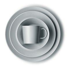 Iittala Teema Dinnerware in Pearl Grey. In Praise Of Shadows, Kitchen Dishes, Open Kitchen, Kitchenware, Tableware, Dinnerware Sets, Pearl Grey, Design Thinking, Kitchen Accessories
