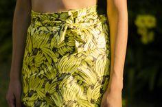 OiClo: Look da Clo: Cropped e Saia estampa de bananas! www.oiclo.com.br   @clohmello Foto: @lucasfmcorrea