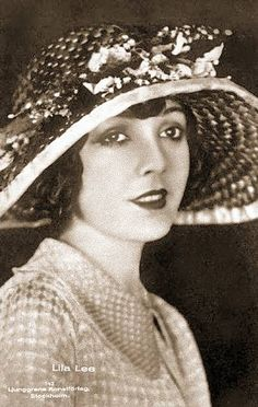ARCADE CARD – MOVIE STAR – LILA LEE – IN BIG-BRIMMED FLOWERED HAT - 1920s