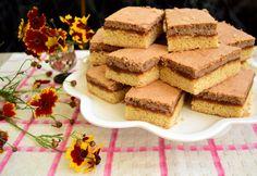 Prăjitura Figaro este, probabil cea mai bună rețetă de prăjitură cu gem de caise. Merită preparată și savurată alături de cei dragi!