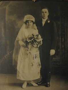 I want to collect all the yiayia's and pro yiayia's wedding fotos. A visual pinterest of family wedding style :)