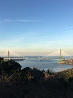 Şehrin iki yakasını birbirine bağlamak ya da farklı dünyaları birbirine bağlamak.. Evren Tercüme olarak tüm dünya dilleri arasında bir köprü görevi görmeye devam ediyoruz... www.evrentercume.com