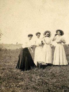 Des enseignantes boivent au Spring Break. (1910)