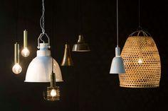 KARWEI   Wil jij je woonkamer groter laten lijken? Gebruik dan hanglampen, deze verlichten de muren en je plafond indirect zonder schaduwvorming. #woonwekenbijkarwei