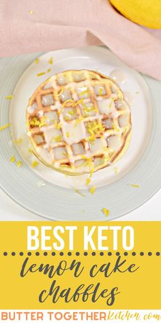 These keto lemon cake chaffles are absolutely amazing! They are soft like cake with a delicious lemon glaze icing! This will be the only keto lemon dessert recipe you will ever need! Mini Desserts, Low Carb Desserts, Low Carb Recipes, Soup Recipes, Snack Recipes, Keto Cookies, Chip Cookies, Pain Keto, Best Keto Breakfast