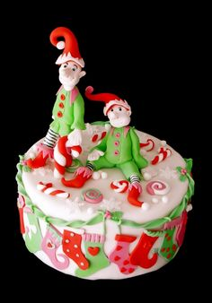 Nice idea for decorating the christmas cake with elves