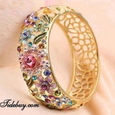 Vancaro offer the best and unique jewelry including promise rings, engagement rings, wedding rings and couple band rings for our customers. I Love Jewelry, Gold Jewelry, Jewelry Box, Jewelery, Jewelry Accessories, Fine Jewelry, Jewelry Design, Designer Jewellery, Jewellery Uk