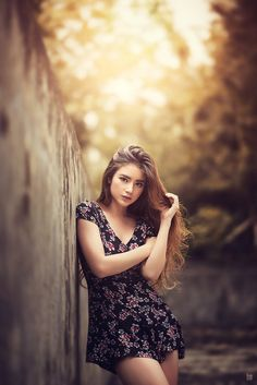 Photography poses : – picture : – description asian outdoor photography – g Portrait Photography Poses, Photo Portrait, Fashion Photography Poses, Outdoor Photography, Photography Women, Photography Backdrops, Photography Ideas, Asian Photography, Modeling Photography