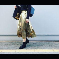 rosystyle_shop. . おはようございます 連続投稿すみません . 新作を紹介します☀️♡♡ .  ゴールドが新鮮かっこよくも女性らしい春はコーデ .  今日も✊♡ . .  #コーデ  #ロング #style  #simple #fashion  #ロジースタイル #ファッション #新作 #女の子 #ガールズ#ガールズファッション #relax #rosystyle #パンツ #yellow #スマイル #春 #ss #style #頑張ろう #おはよう #ルーズ #スカート #スカート #コーデ #今日のコーデ