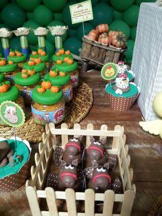 fazendinha Cowboy Birthday Party, Cowgirl Party, Farm Birthday, 1st Birthday Girls, Boy Birthday Parties, Farm Themed Party, Barnyard Party, Farm Party, Barn Parties