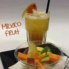 """Cocktail Analcolico """"Mexico Fruit"""":  Ingredienti: Succo di Papaya ( 2 oz) Succo di Lime ( ½ oz) Sciroppo di Zucchero al Passion Fruit ( ½ oz)  Tecnica di Preparazione: Mix & Pour.  Versare tutti gli ingredienti in un mixing tin, shakerare senza ghiaccio e versare nel bicchiere pieno di ghiaccio a cubi.  Bicchiere: Juice Glass.  Guarnizione/Accompagnamento: Mini Macedonia di Papaya, Avocado, Mango condita con zucchero e succo di Lime.  http://www.planetone.it/ginger-margarita-mexico-fruit/"""