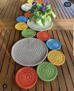 Crochet Table Mat, Crochet Table Runner Pattern, Crochet Leaves, Crochet Doilies, Cute Crochet, Crochet Toys, Diy Bags Purses, Crochet Decoration, Baby Knitting