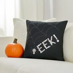 #halloweendecorations #sewhalloween #halloweenpillow #makeitcoats Hand stitching with Coats Button & Craft thread