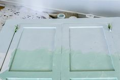 Learn how to How To Blend Paint To Create An Ombré Effect with Fusion Mineral Paint. This trendy paint technique is easier than it appears! Weathered Furniture, Funky Painted Furniture, Diy Pallet Furniture, Colorful Furniture, Paint Furniture, Distressed Furniture, Decoupage Furniture, Refinished Furniture, Repurposed Furniture