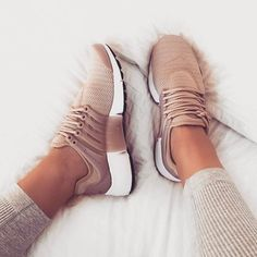 Nike Air Presto Women Pink Nuede Beige Sneakers Frühling Sommer Schuhtrends, Source by ninaplauschke shoes outfit Beige Sneakers, Girls Sneakers, Shoes Sneakers, Women's Shoes, Summer Sneakers, Nike Summer Shoes, Red Shoes, Nike Free Shoes, Girls Shoes