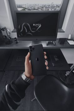 Discover the 5 best ways to black out your High-Tech from the Blvck Paris team. Ps Wallpaper, Dark Wallpaper Iphone, Black Wallpaper, Profile Wallpaper, Apple Wallpaper, Telephone Smartphone, Black Photography, Black And White Aesthetic, Color Negra