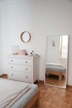 Helle, schlichte Einrichtungsidee für dein WG-Zimmer #wgzimmer #kommode #einrichtung