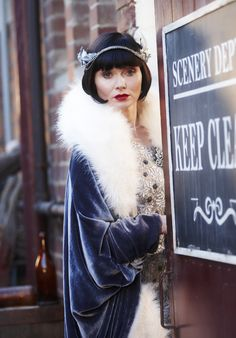 Miss Phryne Fisher (Essie Davis) in 'Ruddy Gore' (Series 1, Episode 6) Love the Cape!!