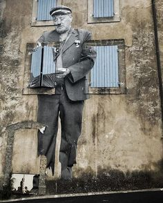 🌍 ♦️Artists around the world. is Free Sharing Community. Thanks to for credit. About: Postman still up in Bonnieux (France) . Film in editing process 📷 Rosalie 🙏 Street Mural, Street Art Graffiti, Jr Art, Sidewalk Chalk Art, Sand Art, Stencil Art, Mural Art, Street Artists, Rue