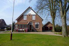 Huis Den Enk langs de Leeuwenbergweg te Loenen.