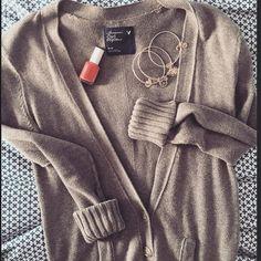 American Eagle gray pocket cardigan Cute grandpa style cardigan with pockets! GUC size medium from American Eagle. American Eagle Outfitters Sweaters Cardigans