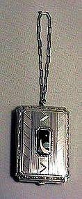 American Art Deco compact with finger chain. Circa 1925.