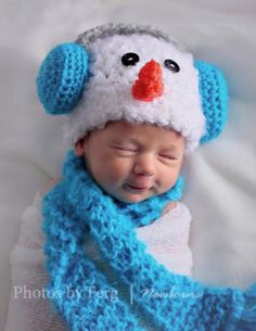 Newborn/Baby Crochet Snowman with Earmuffs Hat and Scarf Set Photo Prop