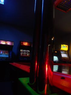 CALL CENTER BENEFITS COSTA RICA Pura vida. We have invested in an employee game room at CCC. I wanted to share with all business owners and happy employees what can be done in an office environment to raise morale: Telemarketers and customer service agents...