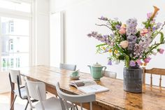 Beautiful bright kitchen//