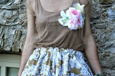 top di tulle ricamato, gonna a palloncino con fantasia floral - total look made by me Romantic Outfit, Diy Clothes, Floral Prints, Tulle, Roses, Sequins, Homemade, Skirt, Clothing