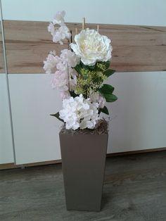 Vase, Home Decor, Artificial Plants, Artificial Flower Arrangements, Crafts, Room Decor, Flower Vases, Home Interior Design, Home Decoration