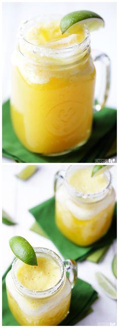 Fresh Pineapple Margaritas -- easy to make, and so refreshing   gimmesomeoven.com #drinks