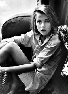 30 Beautiful Black and White Portraits of a Very Young Jane Fonda From Between the Late and Early ~ vintage everyday Jane Fonda Barbarella, Pretty People, Beautiful People, Beautiful Women, Jane Seymour, Actrices Hollywood, We Are The World, Black And White Portraits, Faye Dunaway
