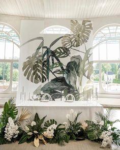 1,242 отметок «Нравится», 5 комментариев — Wedding&Event design (@flowerbazar) в Instagram: «Белый цвет зала стал прекрасным фоном для флористического оформления в тропическом стиле, столь…»