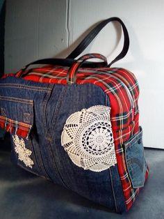 Sac à langer Boogie cousu par Anne - Tissu(s) utilisé(s) : jeans de récup, tissu écossais, simili noir, coton pour la doublure - Patron Sacôtin : Boogie