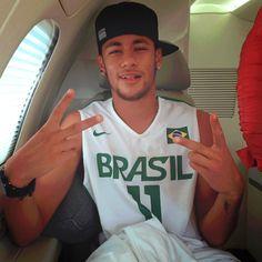 En pleno vuelo. | Neymar, Jr. Cool sungalsses just need$24.99!!! website for you : www.glasses-max.com