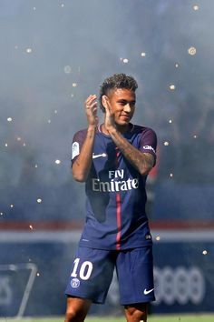 Neymar of Paris Saint-Germain reacts as he is presented to the fans before the Ligue 1 match between Paris Saint-Germain and Amiens at Parc des Princes on August 2017 in Paris, France. Neymar Jr, Cristiano Ronaldo Lionel Messi, Equipement Football, Soccer Games, Nike Soccer, Soccer Cleats, Paris Saint Germain, Soccer Girl Problems, Soccer Stars