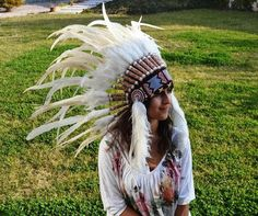 Product Description: Brand: The World of Feathers Headdresses are the latest in fashion that deserves to be noticed. This elegant model