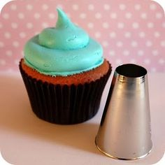 The really easy way to decorate cupcakes.
