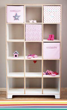 Ordnung zum Quadrat! Für Bücher und Krimskrams, kann mit Aufbewahrungsboxen (30x30x30 cm) ausgestattet werden.