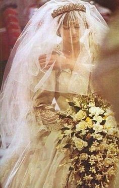 lady diana spencer Sure loved her . Miss you Lady Di. Princess Diana Wedding, Princess Diana Family, Princess Of Wales, Vintage Princess, My Princess, Lady Diana Spencer, Royal Brides, Royal Weddings, Kate Middleton