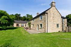 Oak Tree Farm Large Self Catering Group Accommodation - Large Property Rentals England - Country Houses Peak District UK Hen Party Games, Peak District, Oak Tree, Family Holiday, Country Kitchen, Farm Houses, Country Houses, Catering, Derbyshire