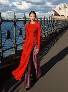 Wide leg printed pant with a plain long kurtaFlair pants for ao dai Oriental Fashion, Ethnic Fashion, Colorful Fashion, Vietnamese Traditional Dress, Vietnamese Dress, Traditional Fashion, Traditional Dresses, Ao Dai, Photo Grid