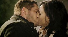 the entire thing in gifs! click it! #outlawqueen kiss asdfghjkl