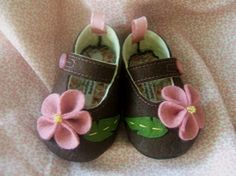Flowers Wool Felt Mary Jane Baby Shoes Sizes 1-6 by PracticalCharm ♡