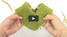 In this DROPS video we show you how to assembly a poncho based on the same basic rectangular shape. You work two straight rectangular pieces that are sewn together.…