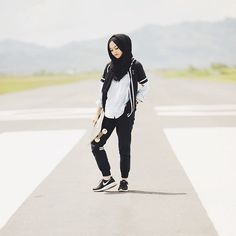New Many Muslim Women Have Posted On Social Media Describing &quothijab Grab&quot Attacks Similar To Those Enacted  A Handheld Tool With Plastic Blades That Is Marketed To Female Joggers, According To The McClatchy Article A Tigerlady Executive
